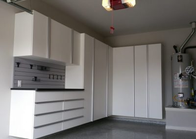 LOCATION-White-Garage-Cabinets-1024x576